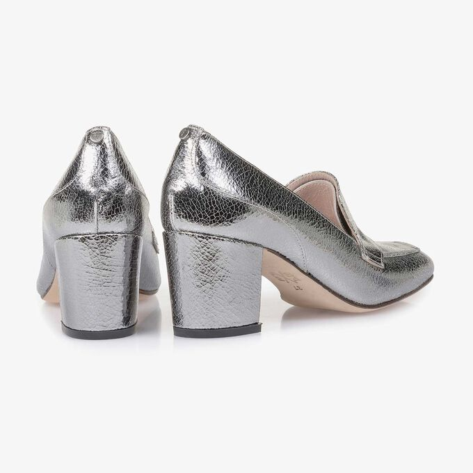 Silver metallic leather pumps with craquelé effect