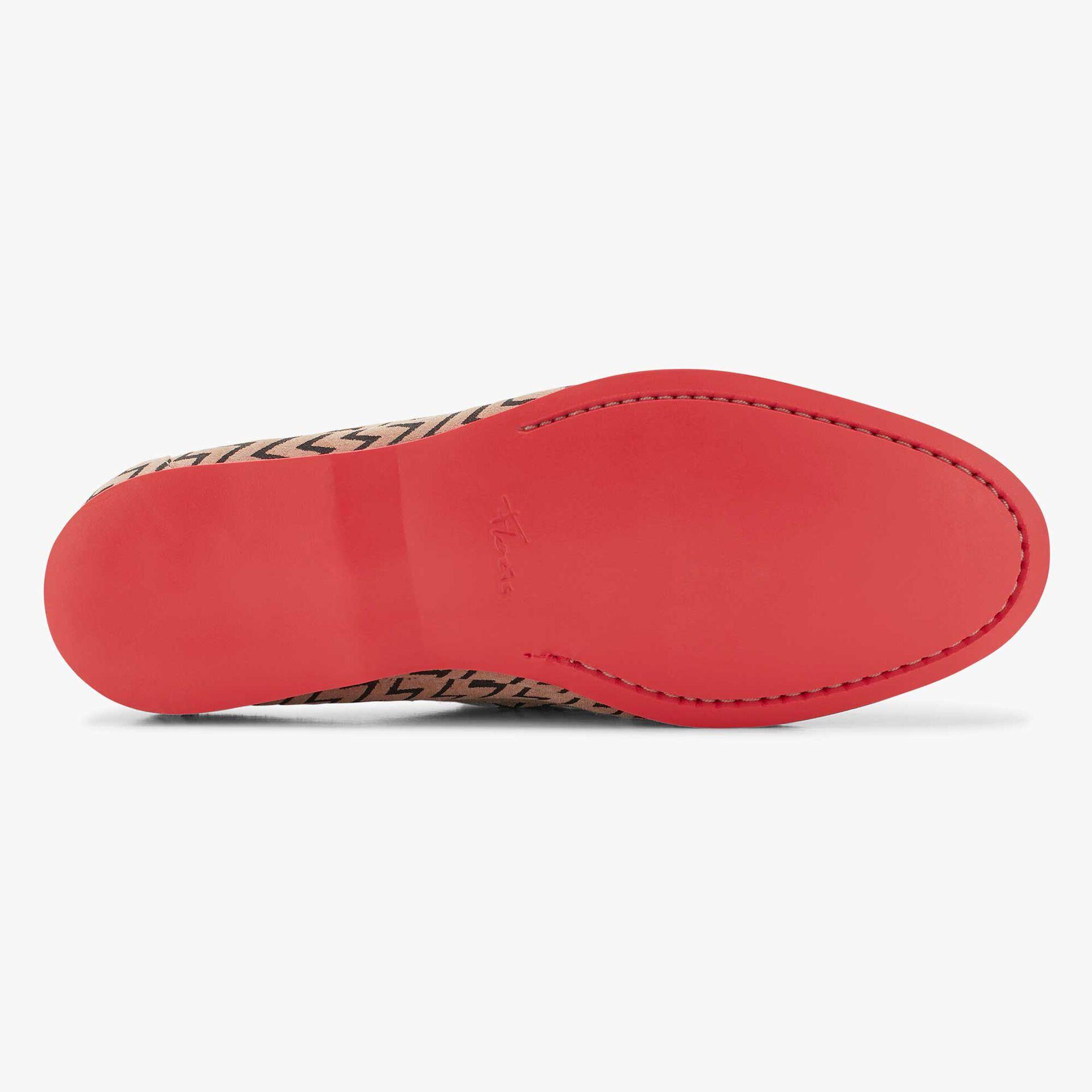 Sandfarbener Bootsschuh Mit schwarzem Zick-Zack-Muster