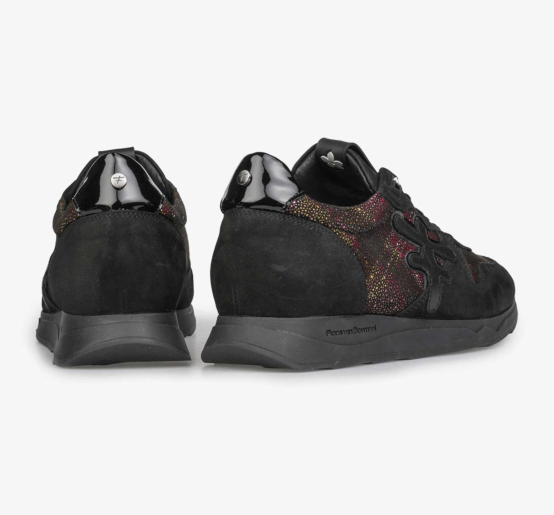 Schwarzer Leder-Sneaker mit Karomuster
