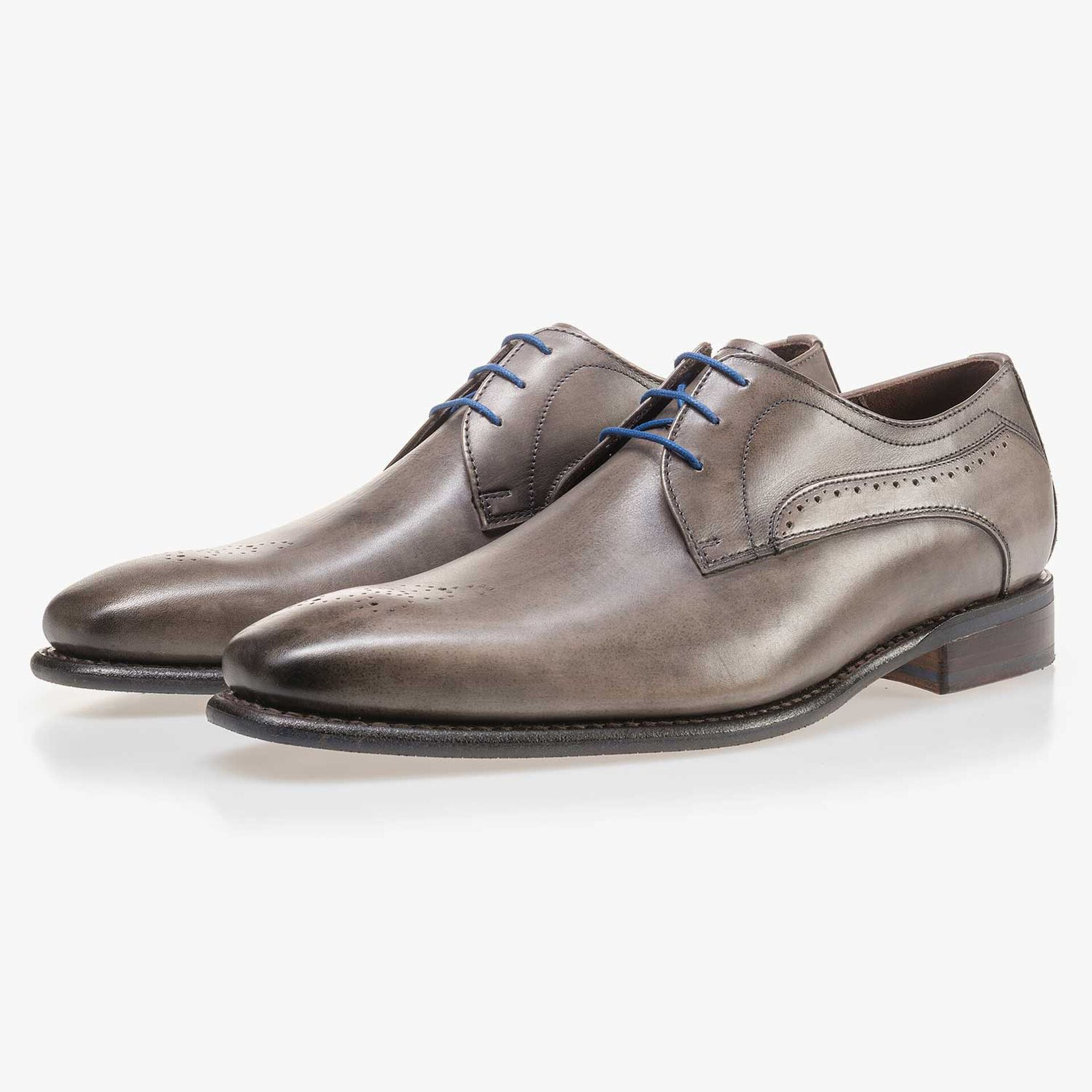 Taupe-coloured calf's leather lace shoe