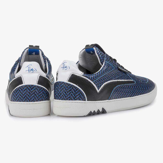 Blauer Leder-Sneaker mit Fischgrätmotiv
