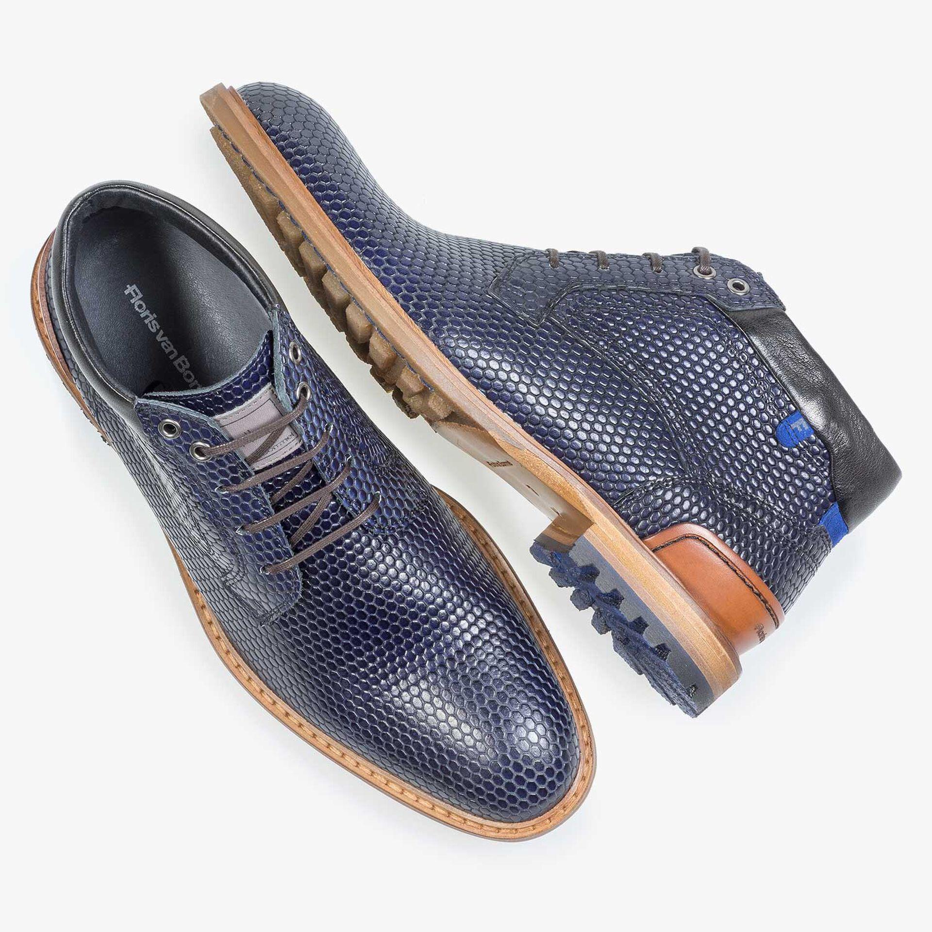 Blauer Leder-Schnürstiefel mit Strukturprint