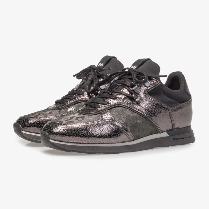 Dark grey leather sneaker with metallic print
