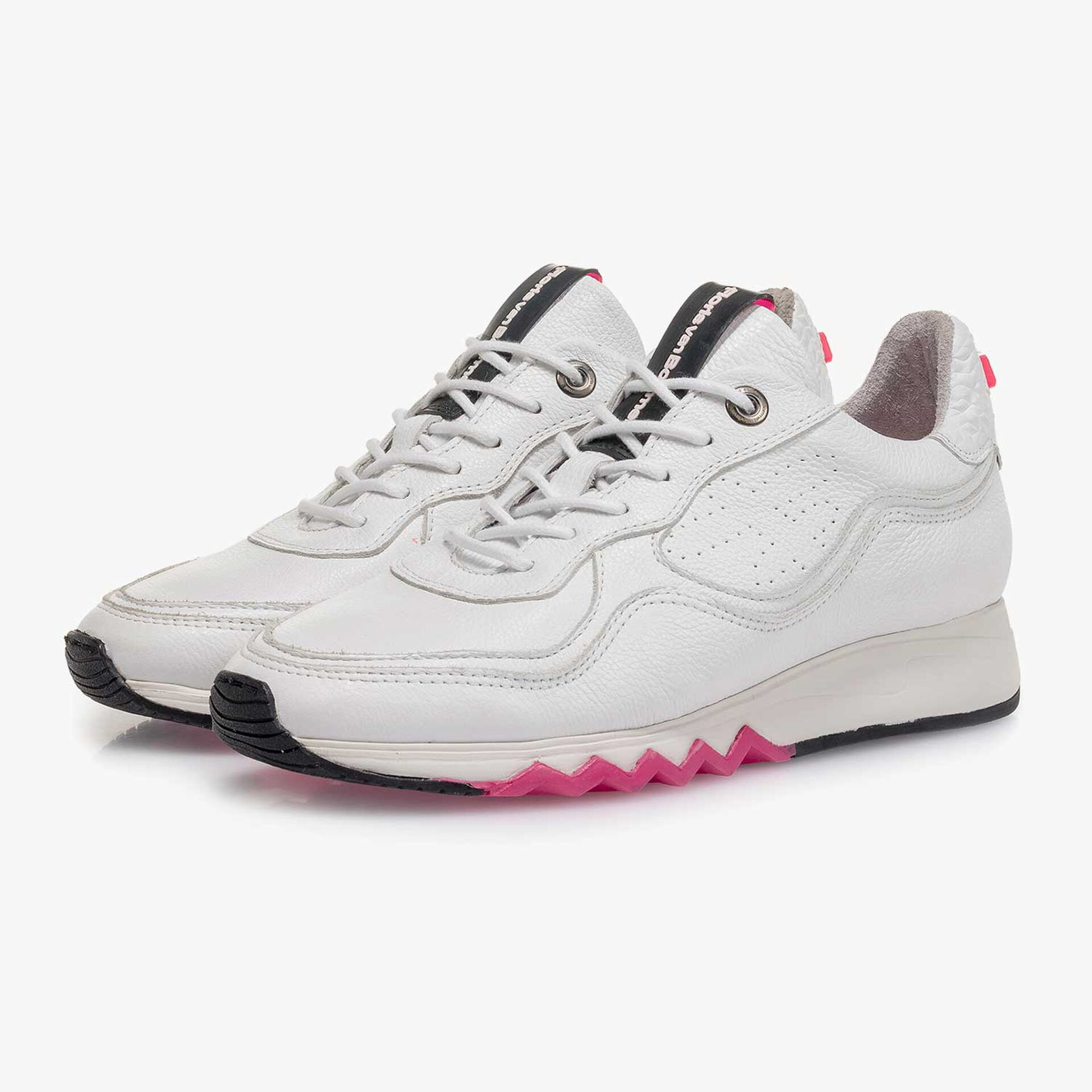 Weißer fein strukturierter Kalbsleder-Sneaker