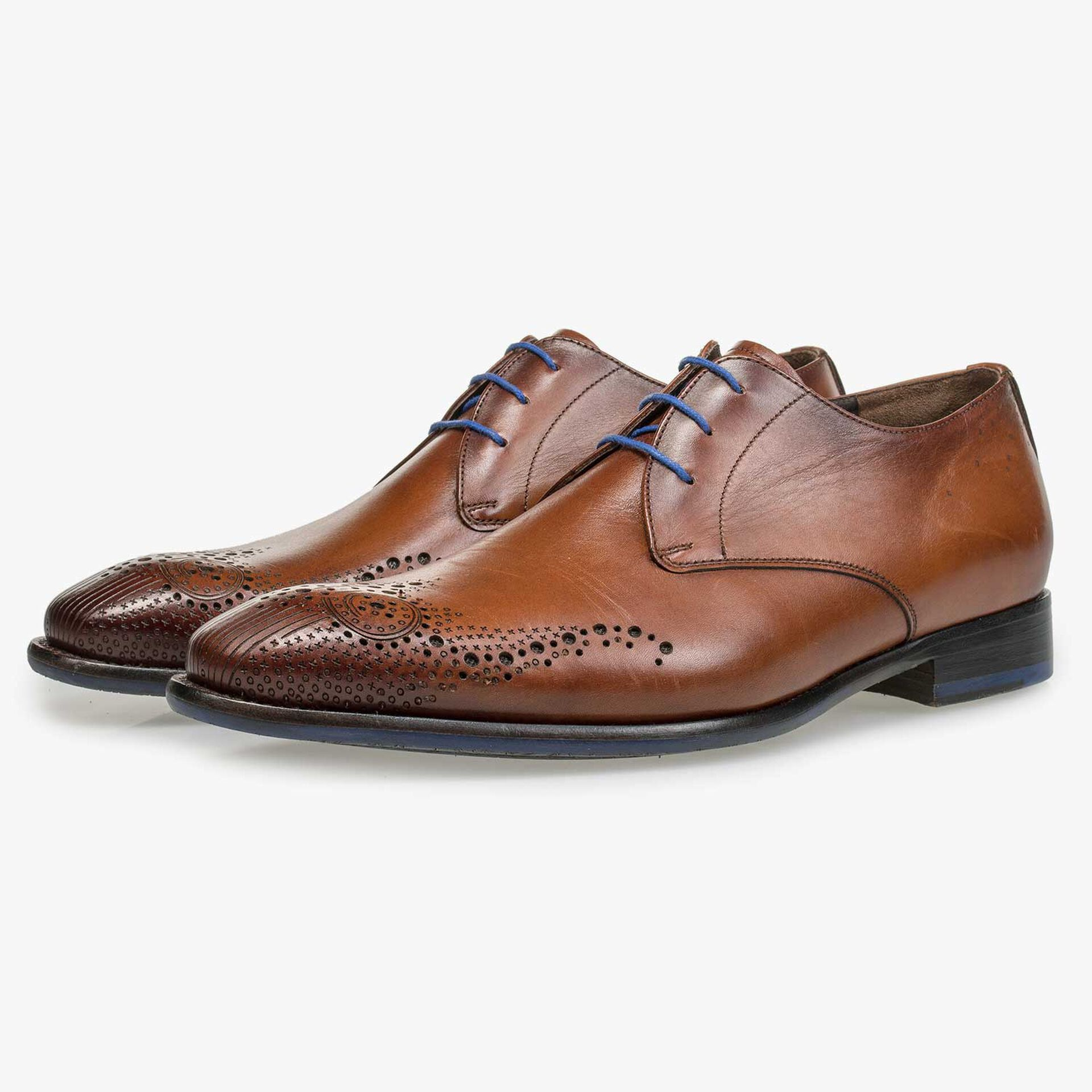 Cognac-coloured lace shoe with brogue details