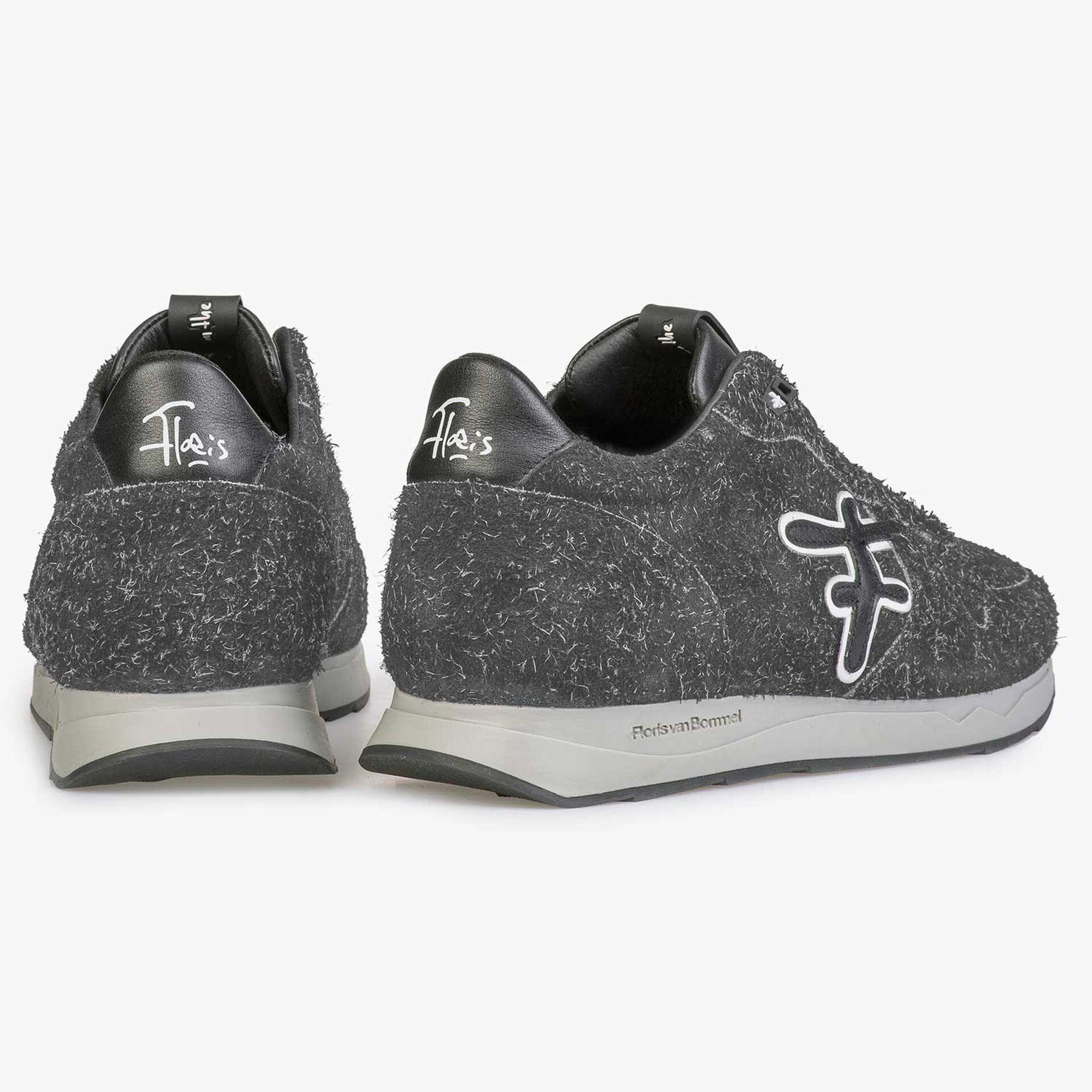 Dunkelgrauer, rauhaariger Sneaker