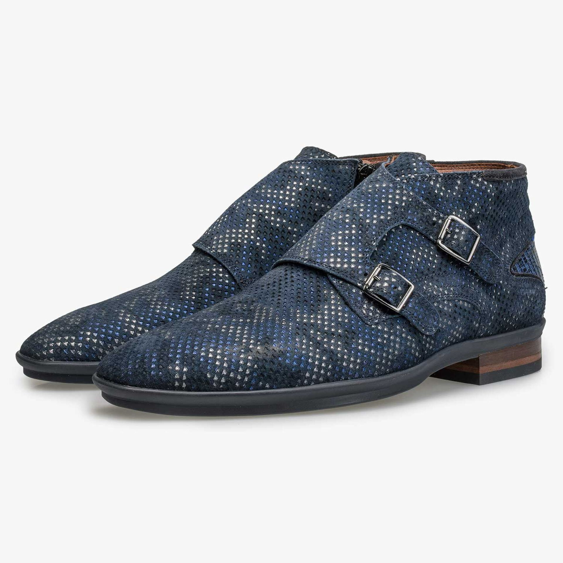 Mid-high patterned buckled shoe