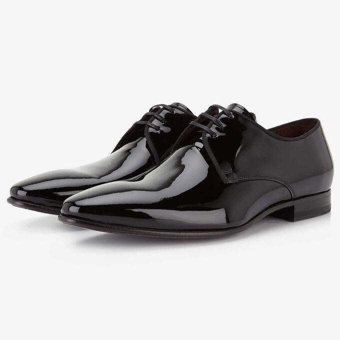 Black patent leather lace shoe