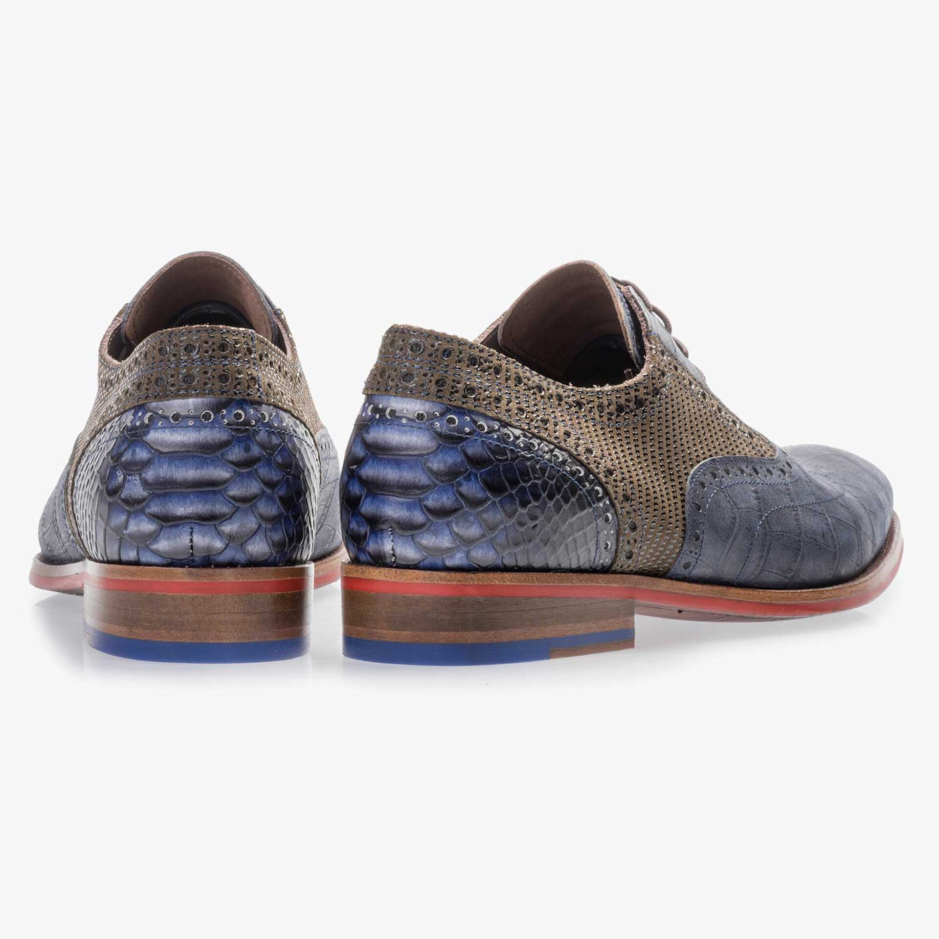 Dark blue calf's leather lace shoe with a croco print