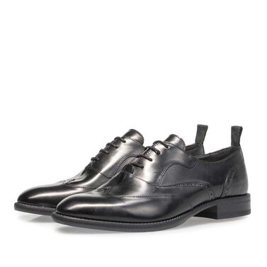 Leather lace shoe with brogueperforations