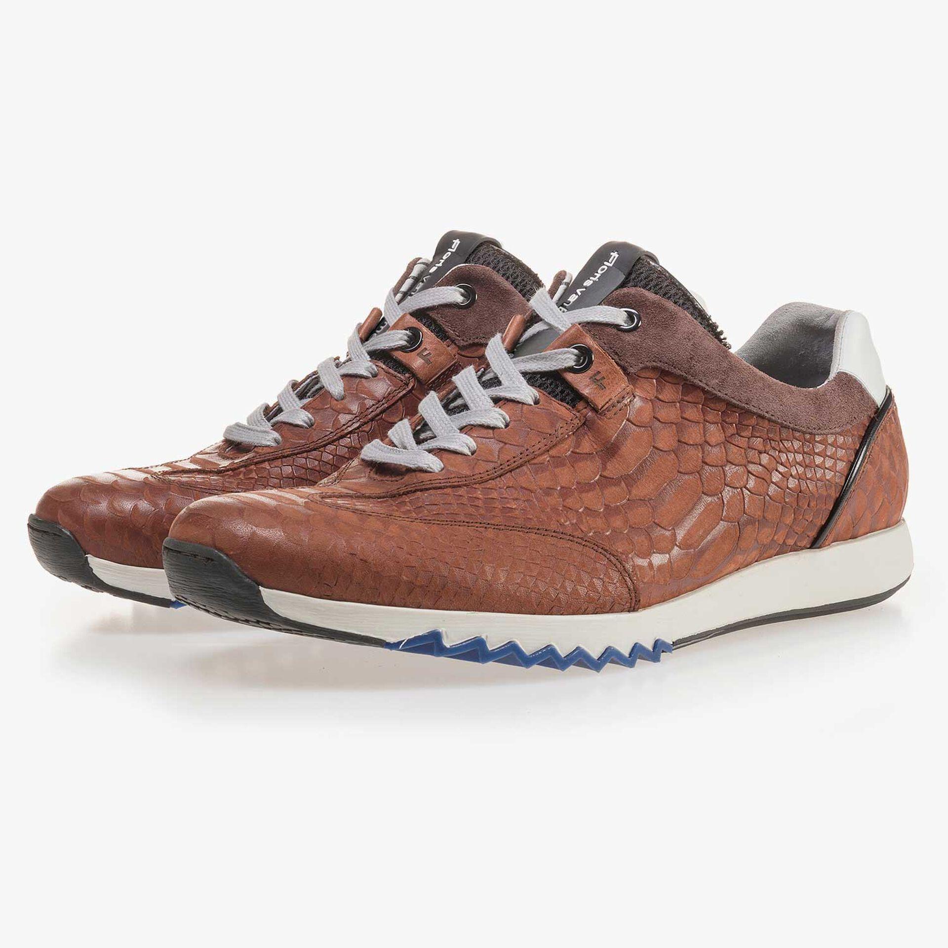 Cognacfarbener Sneaker mit Schlangenprint
