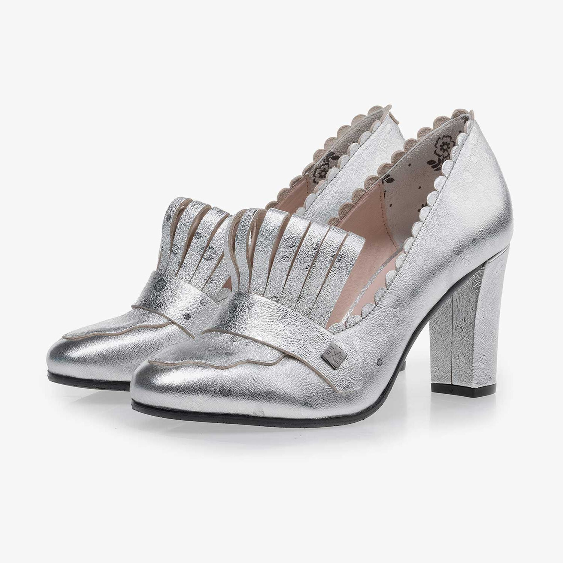 Silver-coloured leather pumps with dotted design
