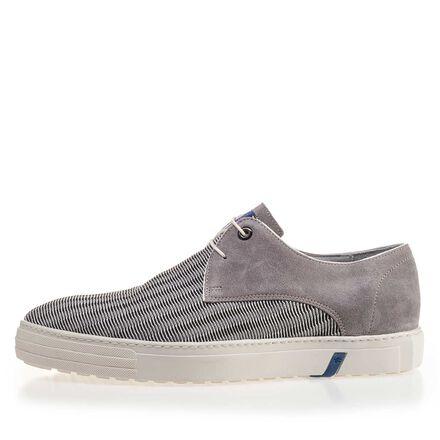 Grauer Sneaker mit Netzmuster