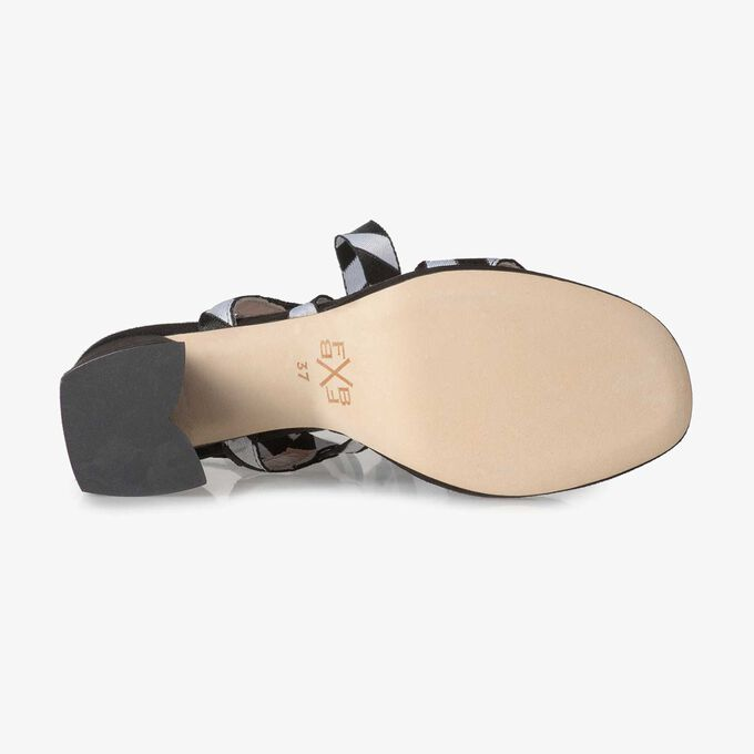Schwarze Sandale mit Keilabsatz