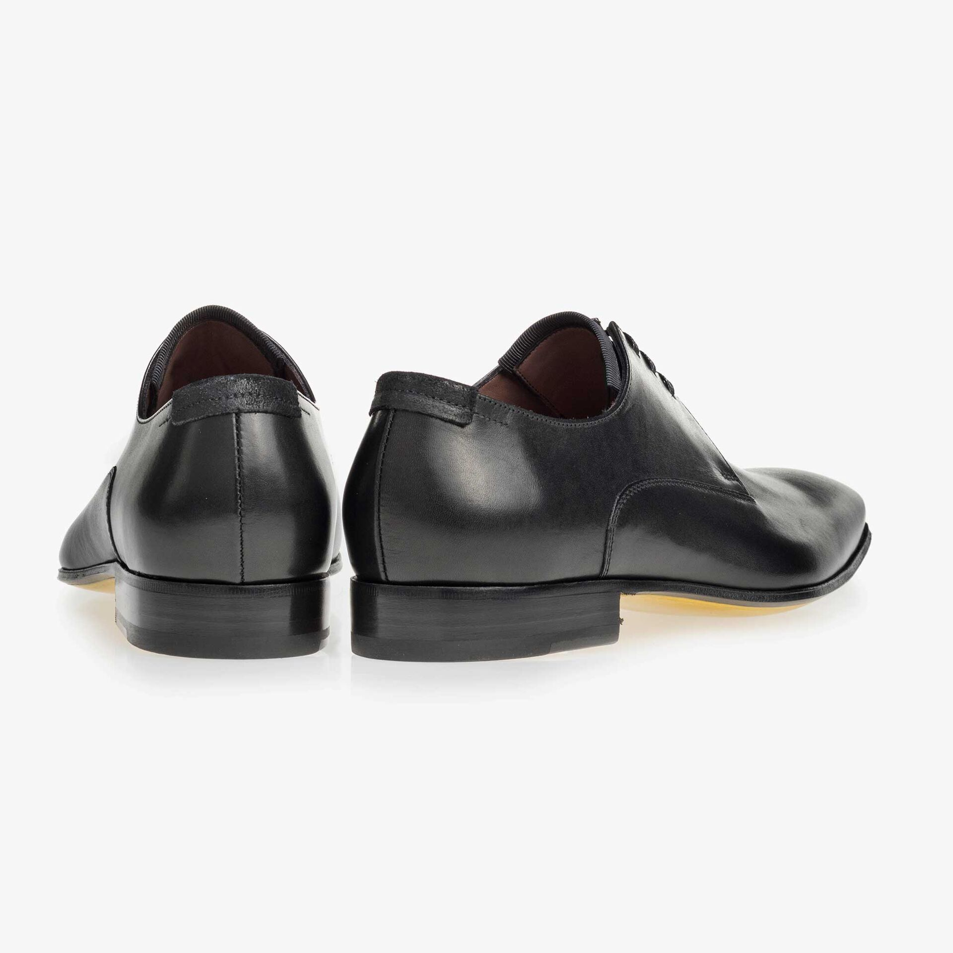 Black calf's leather lace shoe