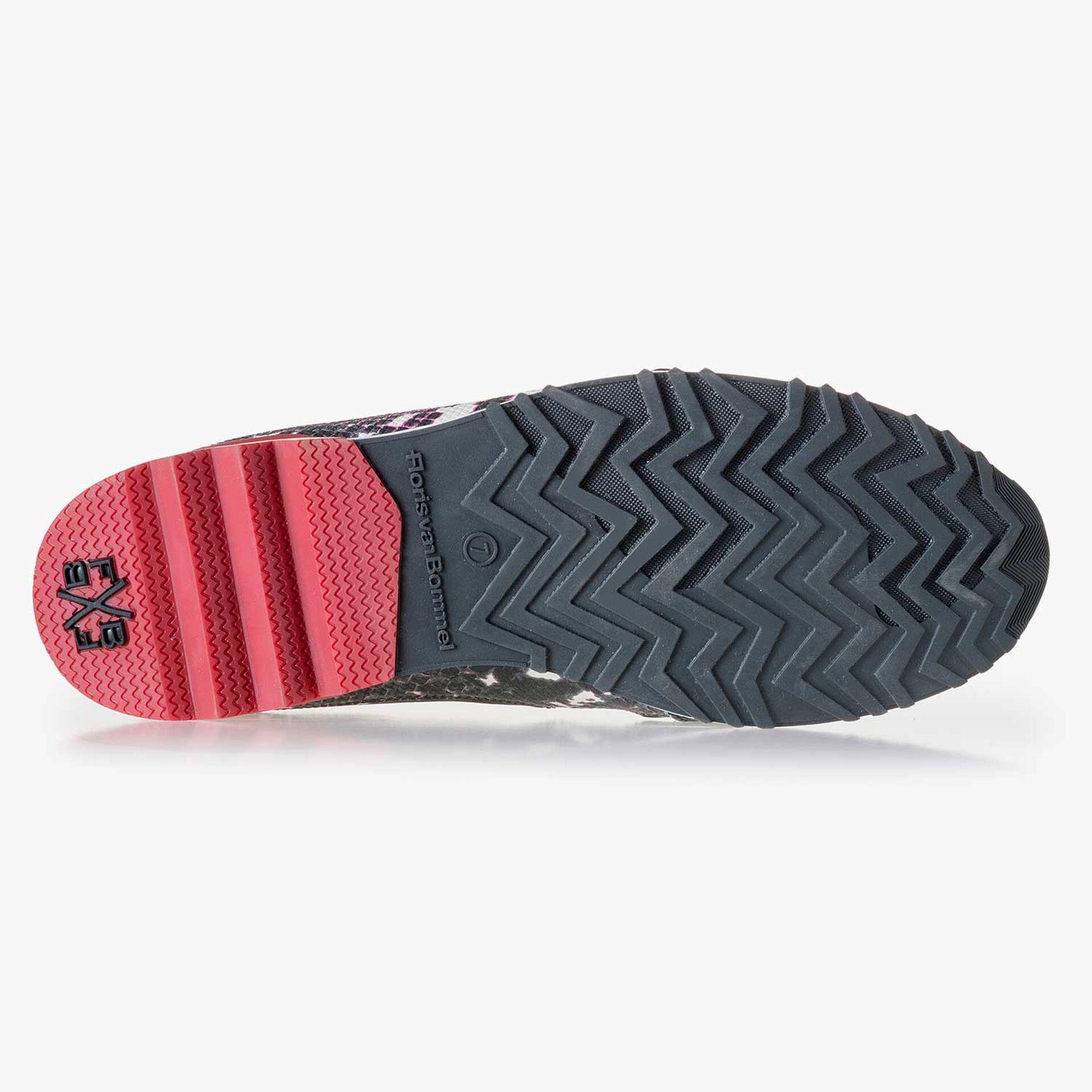 Weißer Leder Sneaker mit schwarzem Schlangenprint