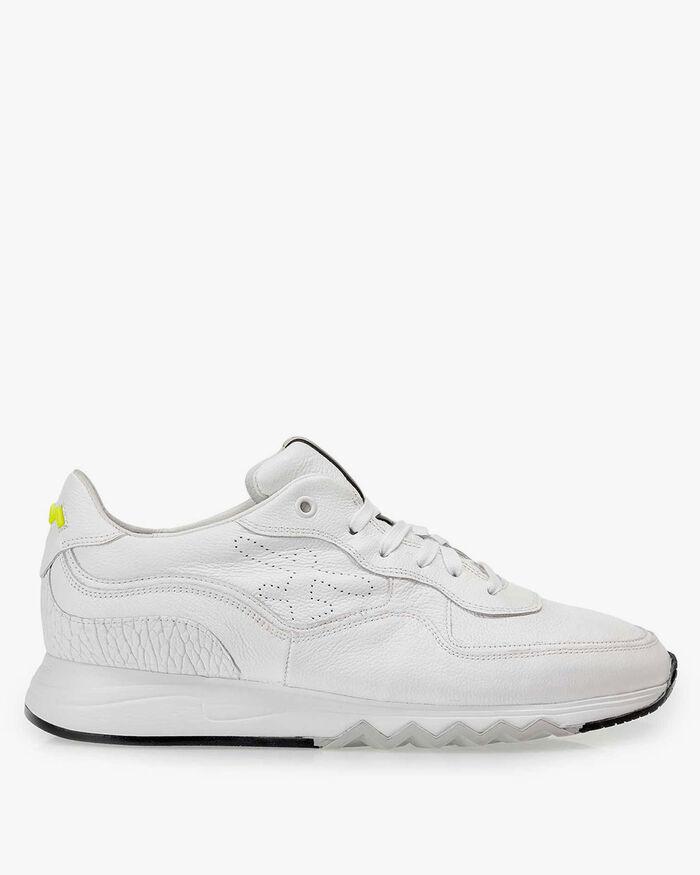 Fein strukturierter weißer Leder-Sneaker