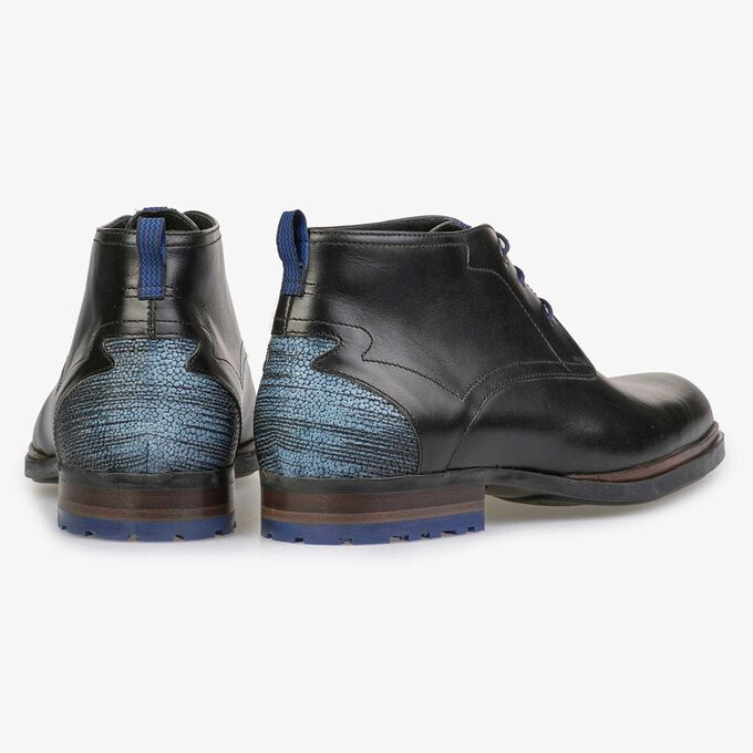 Black calf's leather lace boot