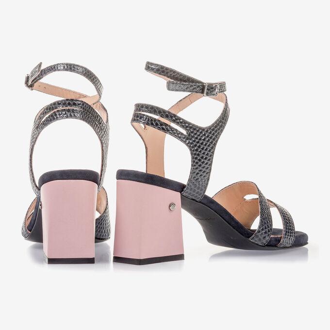 Dunkelblaue Leder-Sandalette mit Print