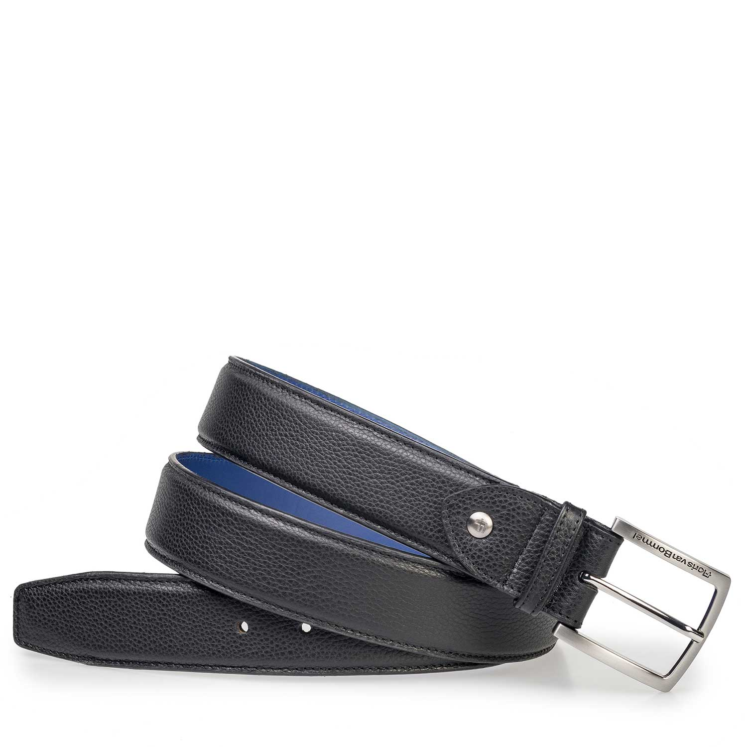 75189/64 - Black leather belt with a structural pattern