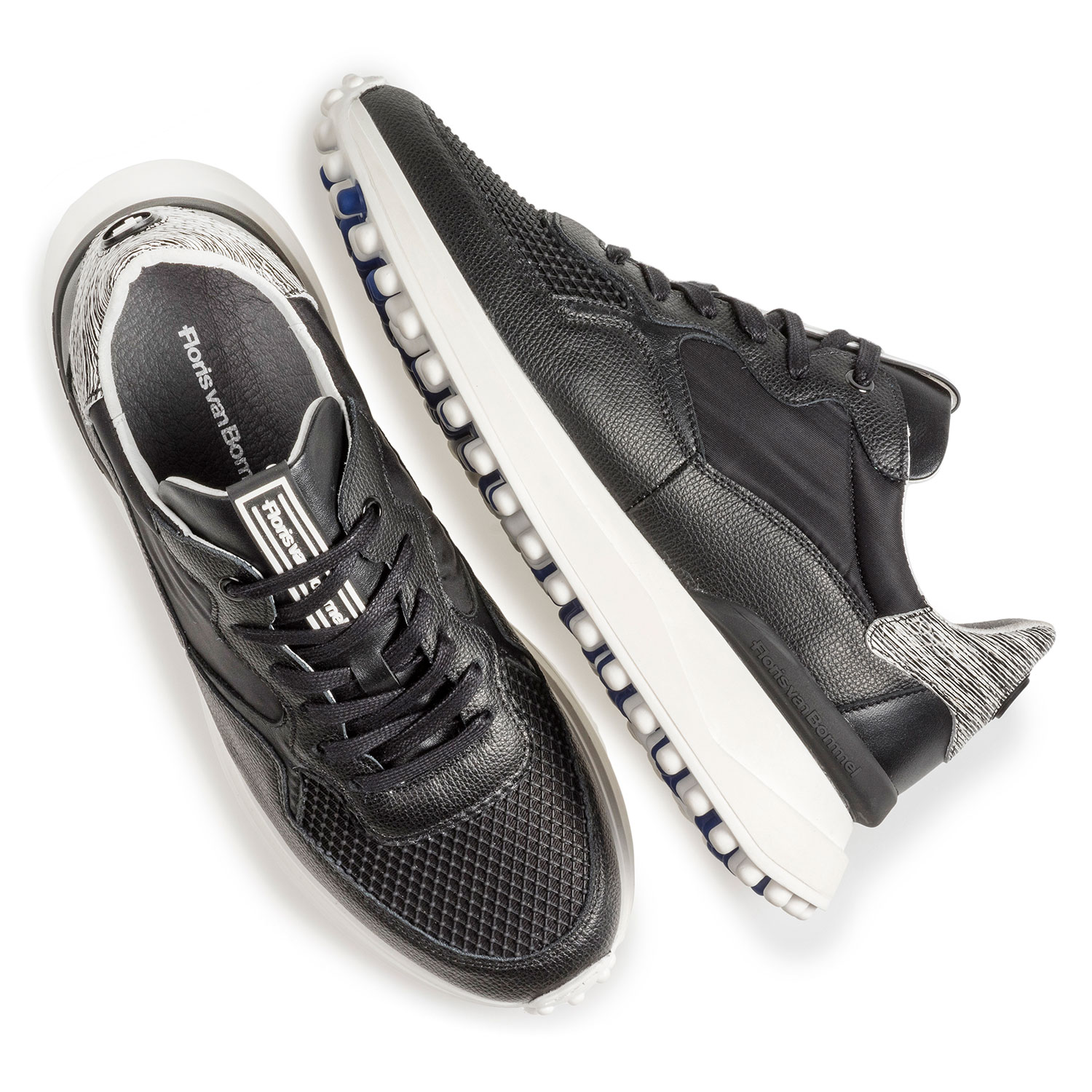 16301/13 - Black leather sneaker with print
