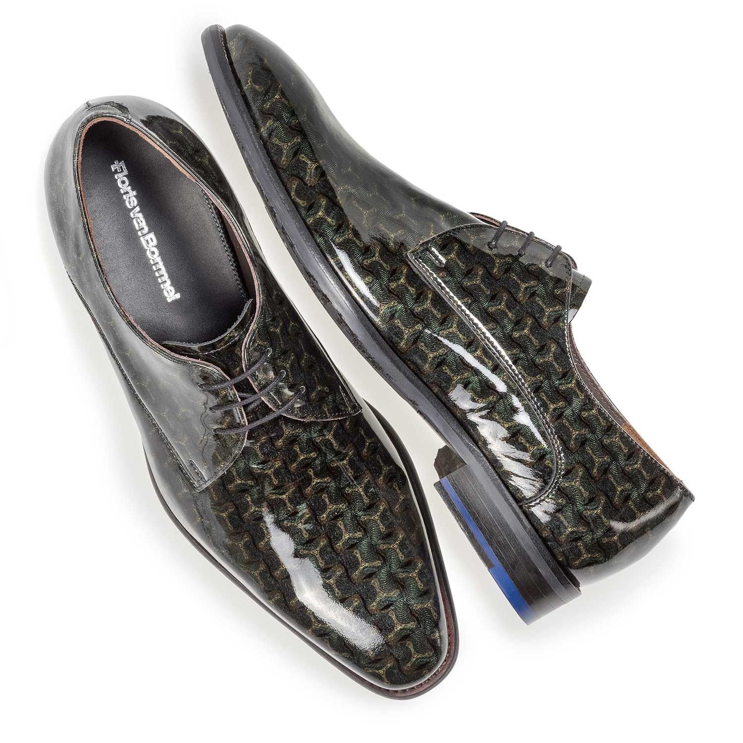 18146/03 - Green patent leather lace shoe with print