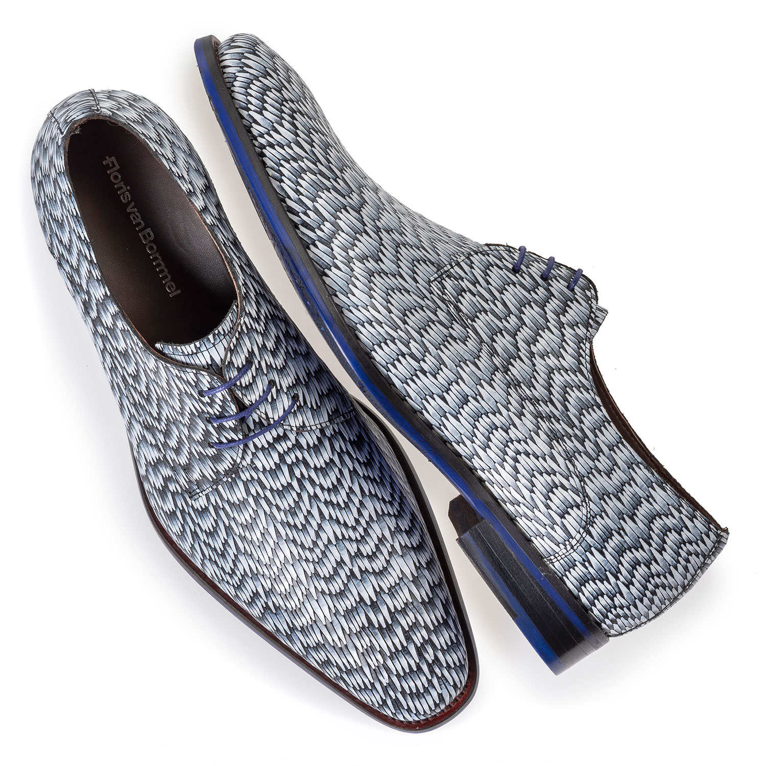 18159/20 - Light grey leather lace shoe with print