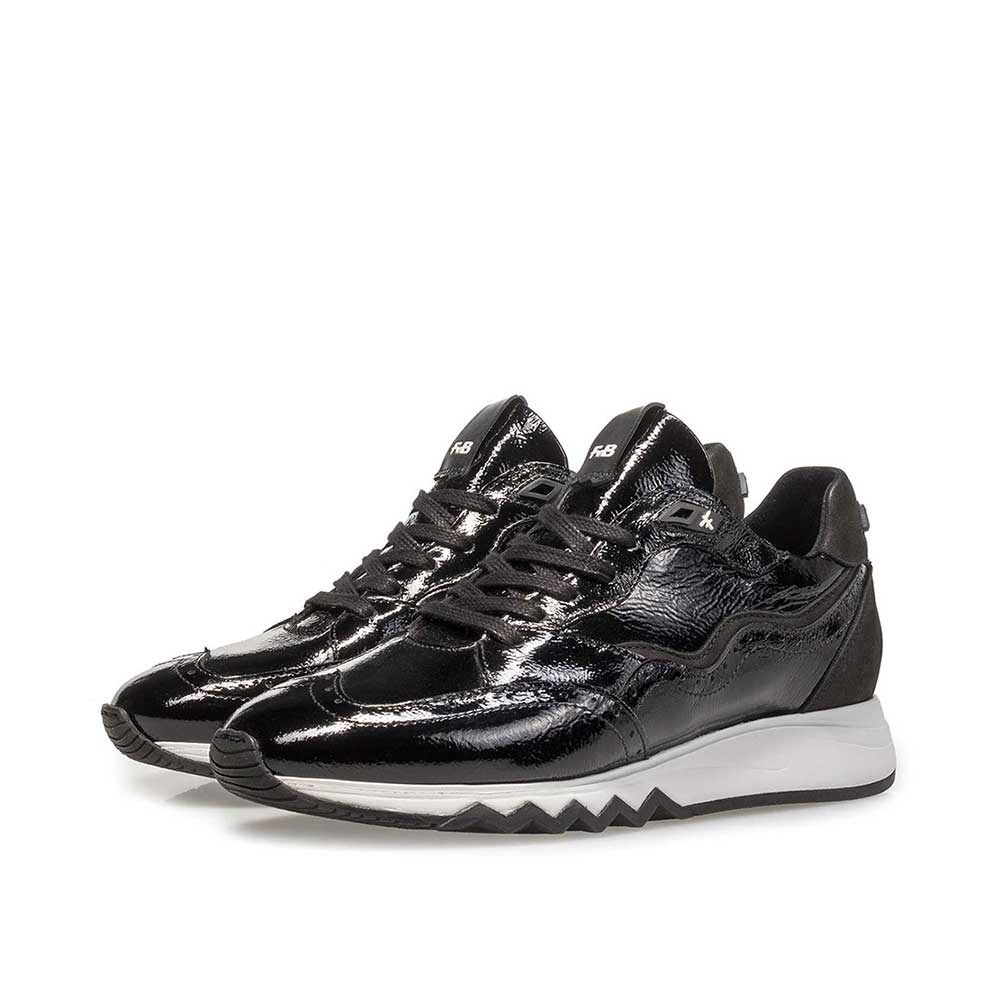 85287/04 - Black patent leather sneaker