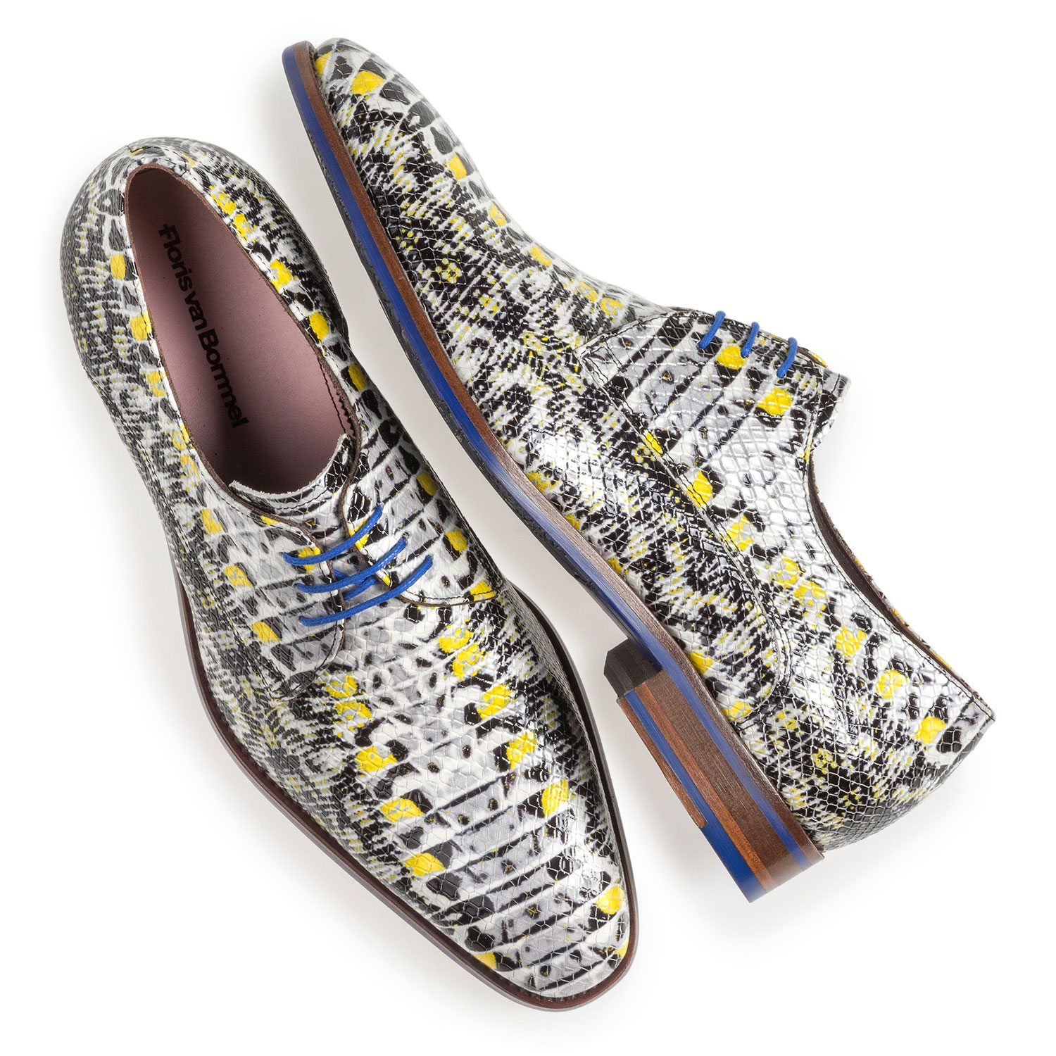 18346/05 - Yellow patent leather lace shoe with snake print