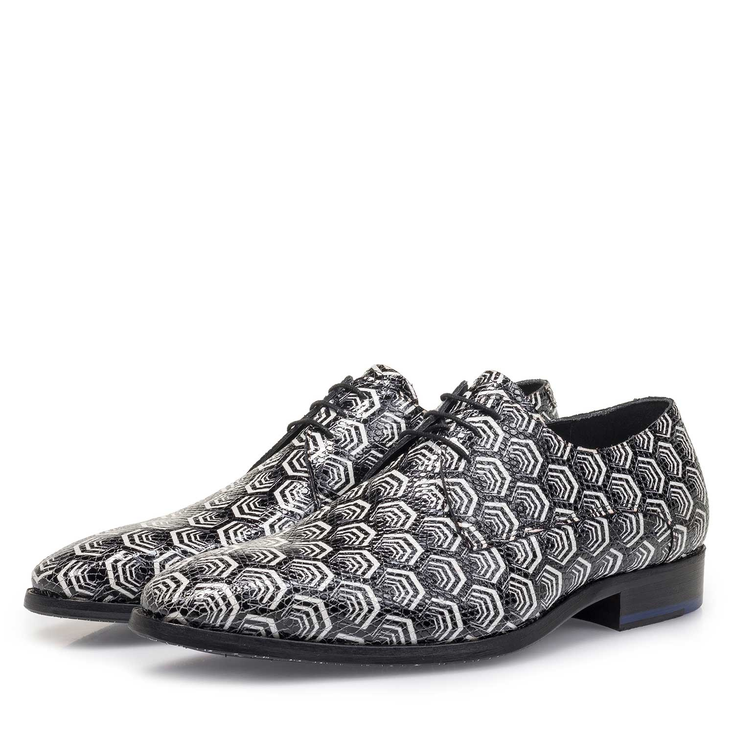 18095/01 - White calf leather lace shoe with black print