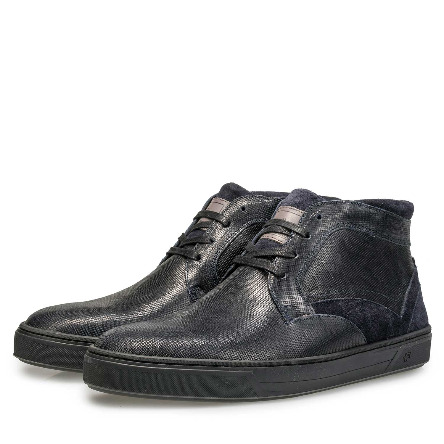 10314/00 - Lined, mid-high calf's leather shoe