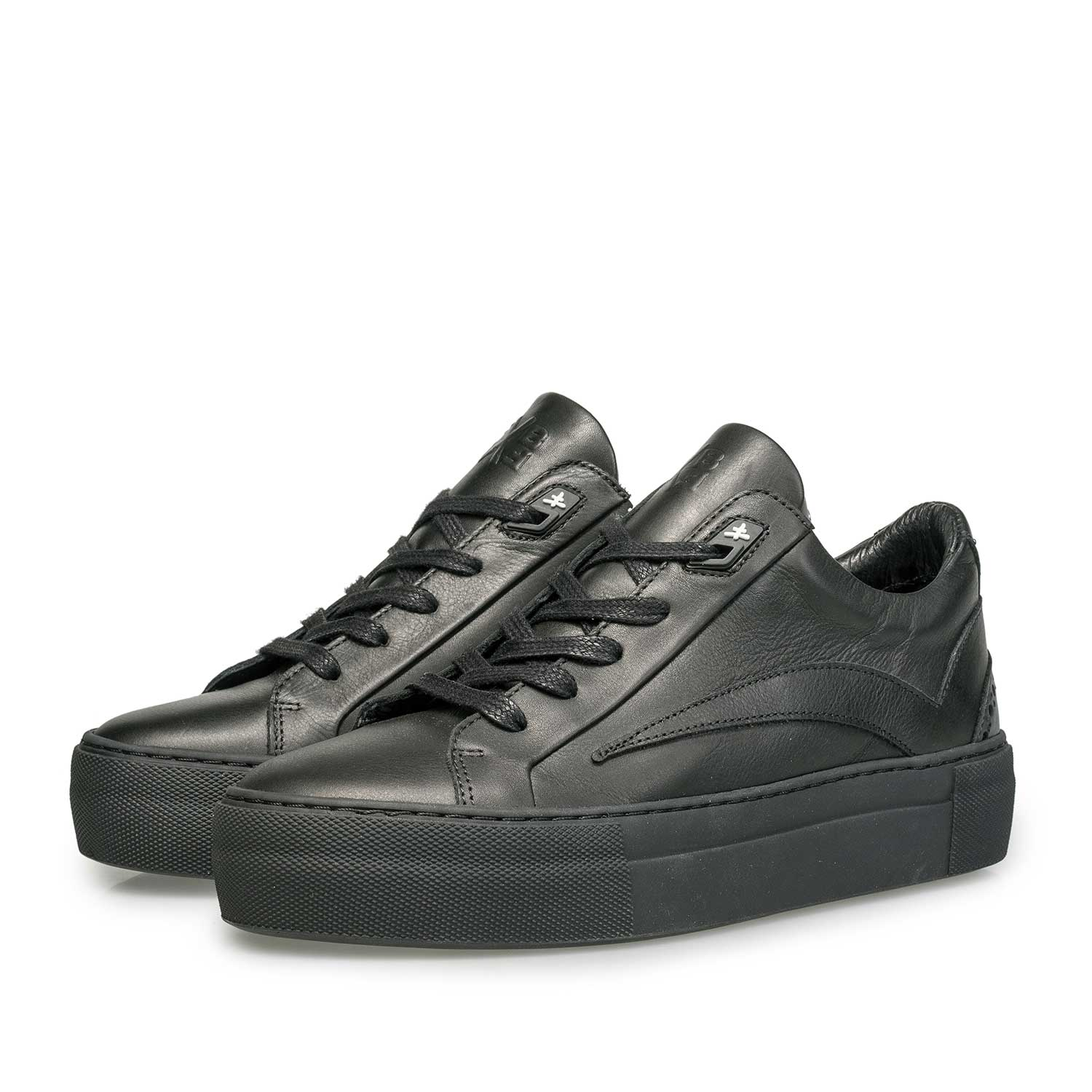 85252/07 - Black leather sneaker with a black cup sole