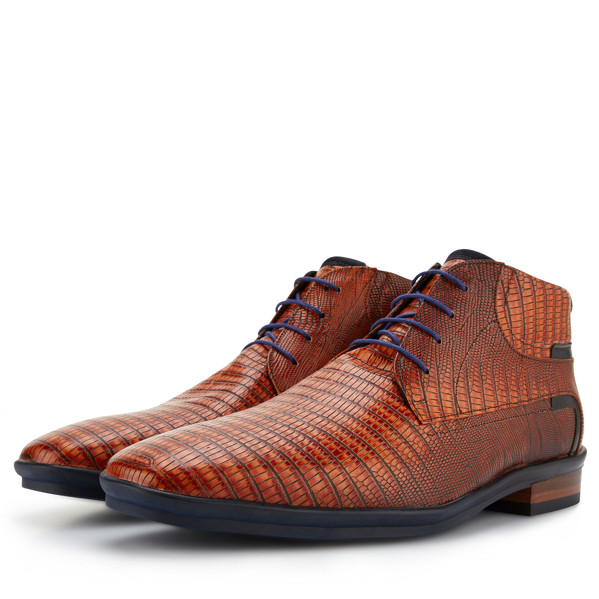 10879/00 - Cognac lace boot with lizard print