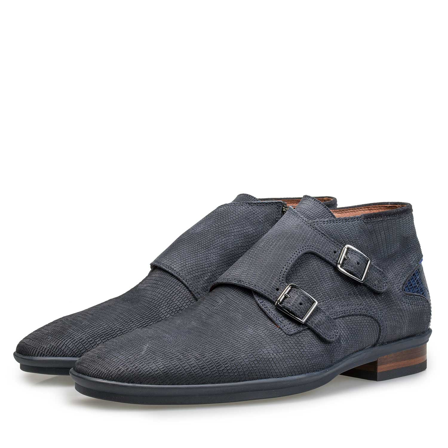 10137/02 - Mid-high blue leather buckled shoe