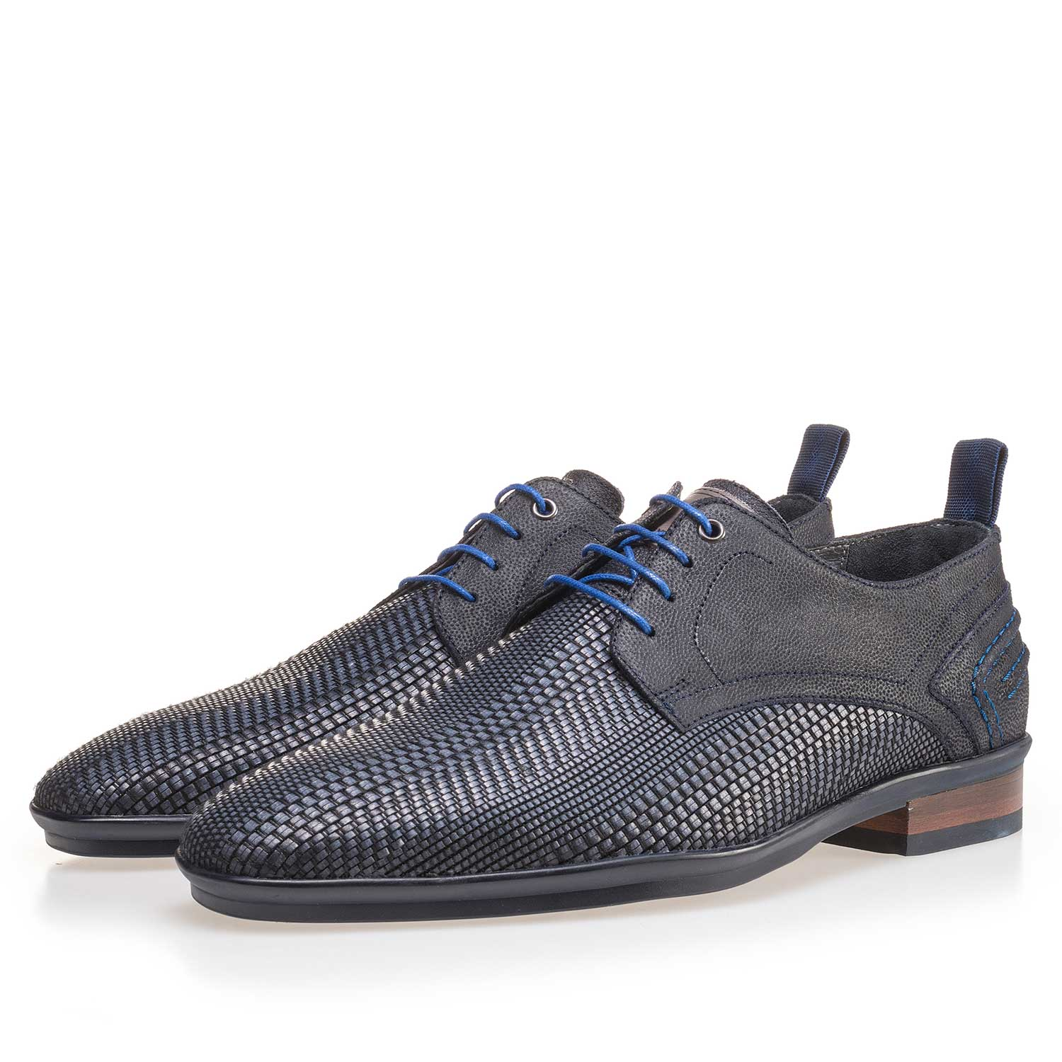 14067/01 - Blue lace shoe made of braided leather