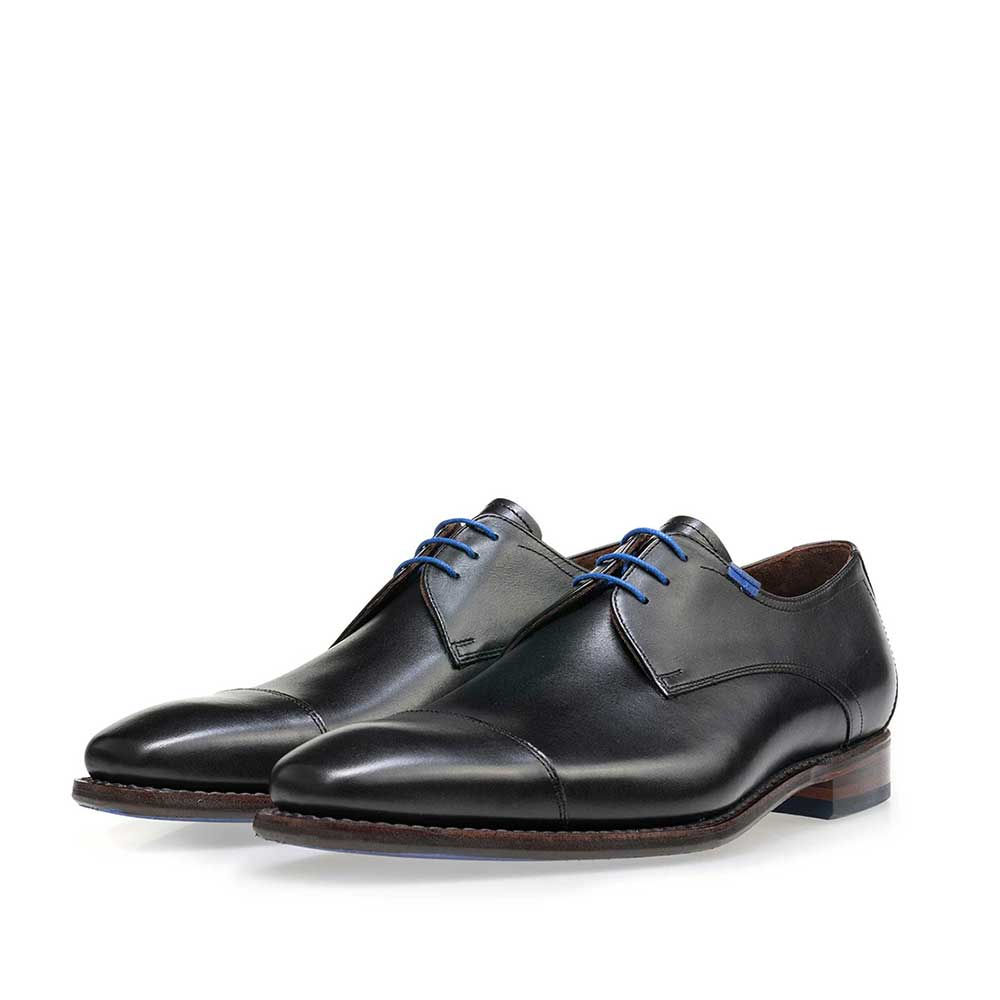 14370/01 - Black lace shoe made of calf's leather