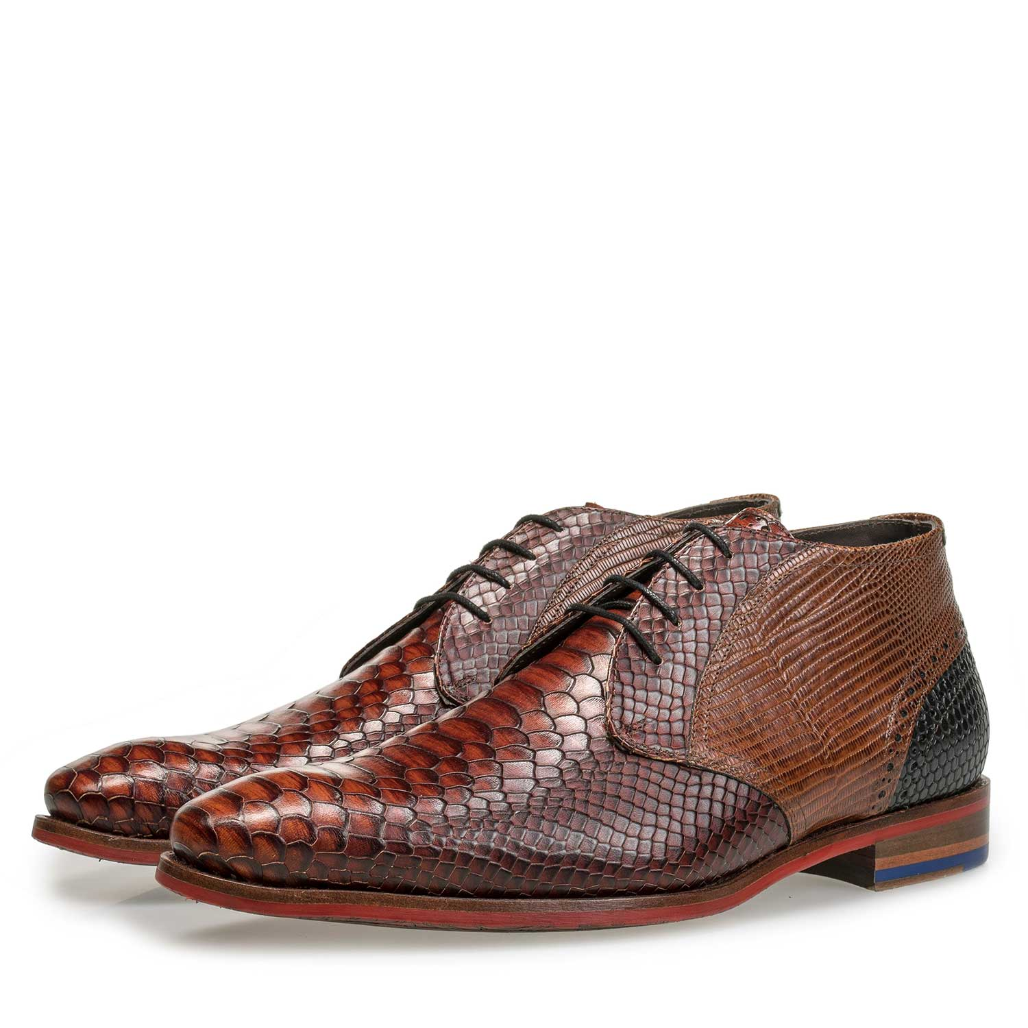 20105/00 - Mid-high cognac-coloured lace shoe with snake print