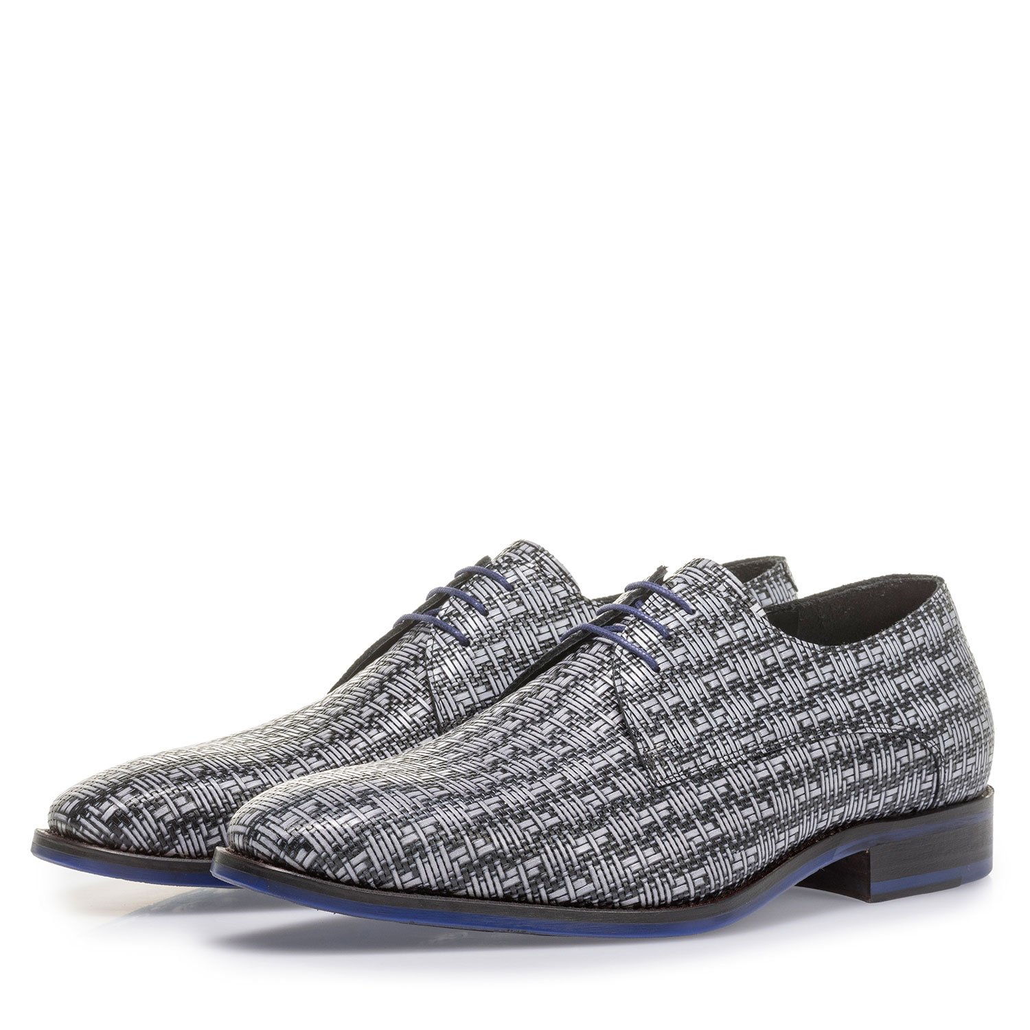 18168/00 - Grey lace shoe with a black graphic print