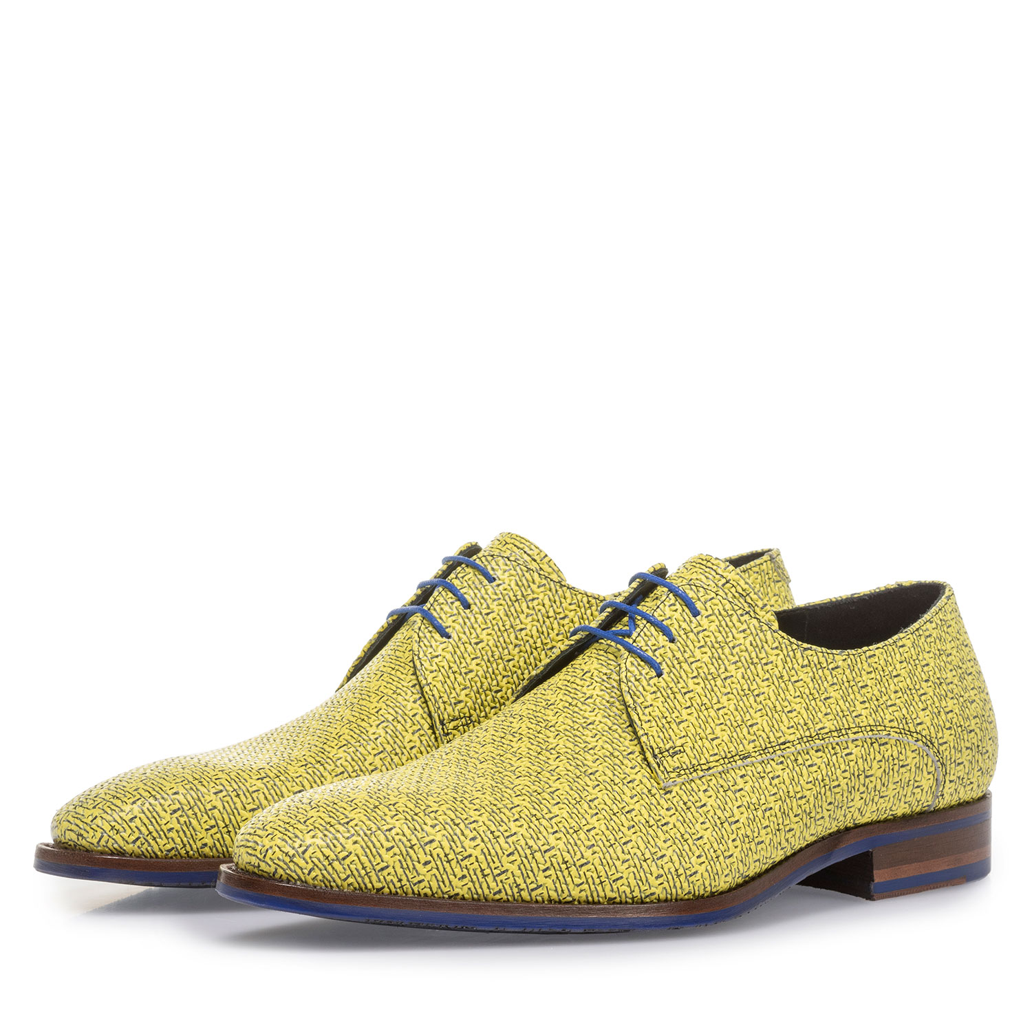 18346/02 - Yellow leather lace shoe with black print