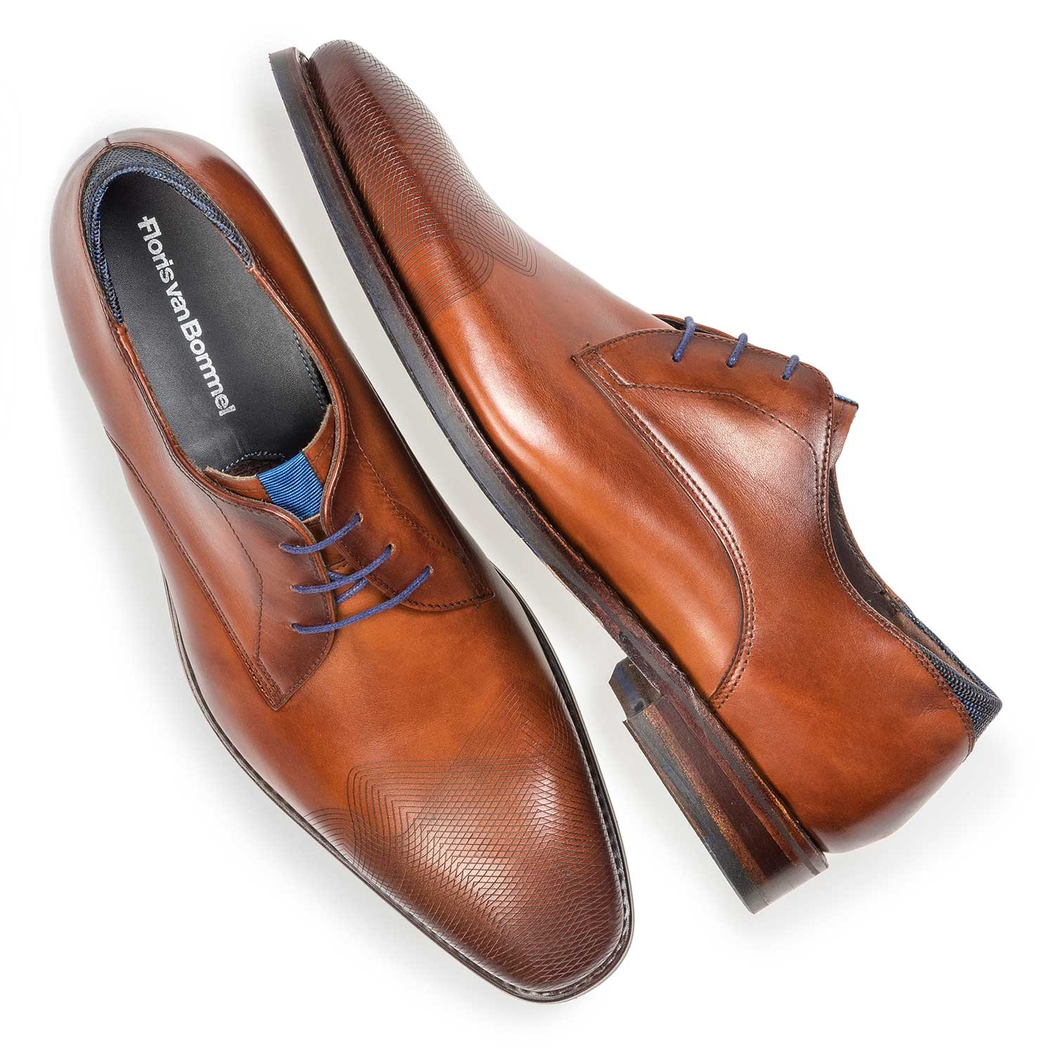 18184/00 - Dark cognac-coloured calf leather lace shoe with laser-cut pattern