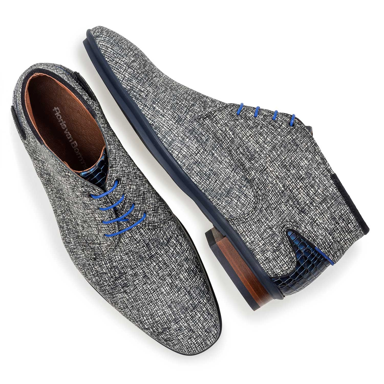10131/18 - Grey leather lace shoe with print