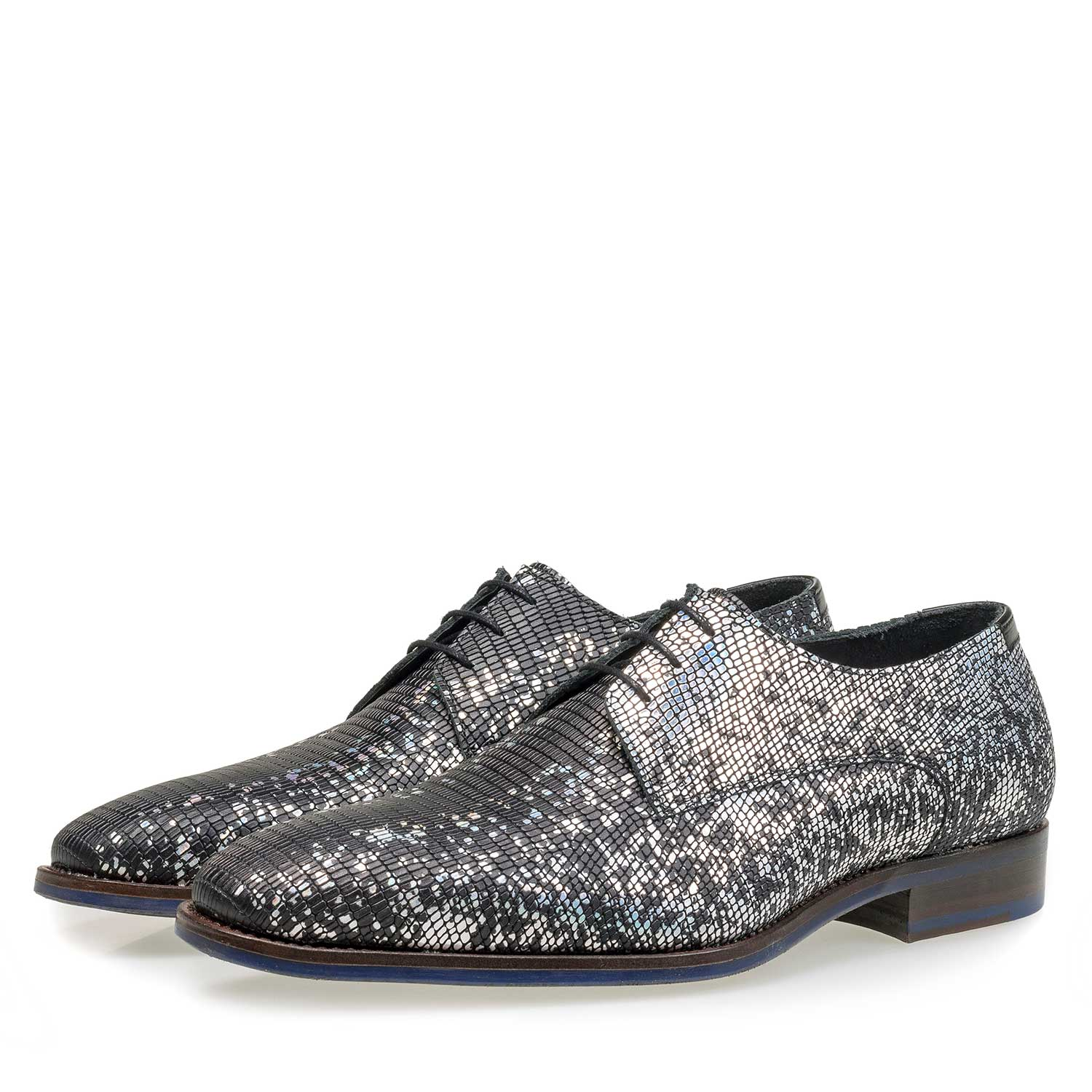 18097/00 - Black premium lace shoe with silver metallic print